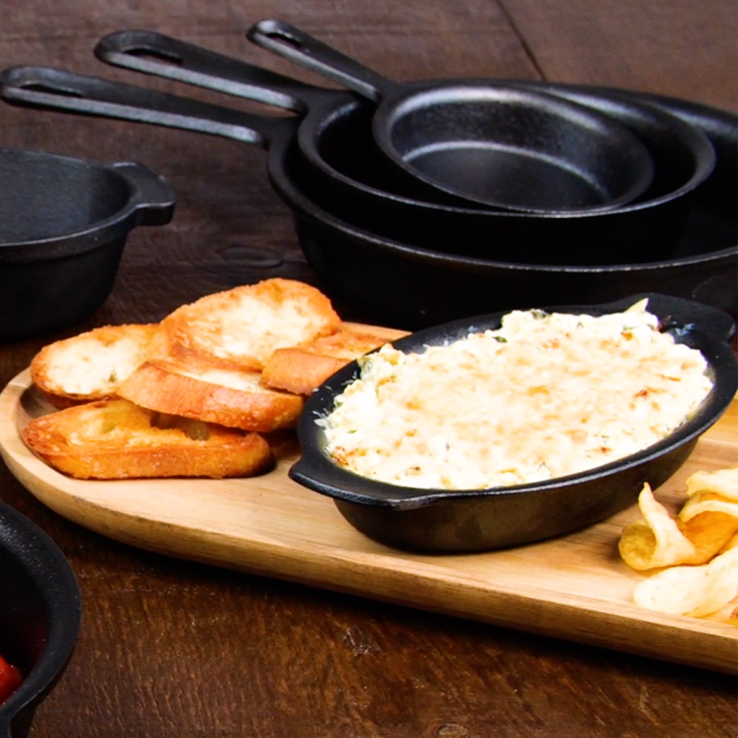 Cast Iron Round Skillet with Helper Handle