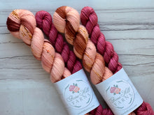 Load image into Gallery viewer, Peach Rooibos Half skein set- Fingering