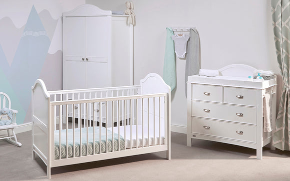 Our 'Eclipse' nursery collection in a pearl white finish includes a 3 piece set that will perfectly suit any type of vintage looking baby decor. Featuring an Eclipse 2-in-1 Cot Bed, Eclipse Baby Dresser and Eclipse Wardrobe.