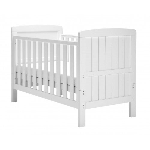 The Slumber cot bed is coated in a fresh white finish to suit a contemporary or traditionally styled nursery perfectly.