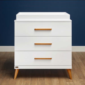 The Panama chest of drawers with baby changing unit has an extremely modern style, with a mix of white and wood finishes.