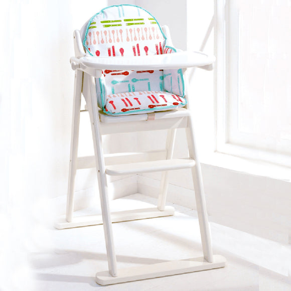 This solid wood white folding highchair is suitable from 6 months when baby moves from milk to solids.