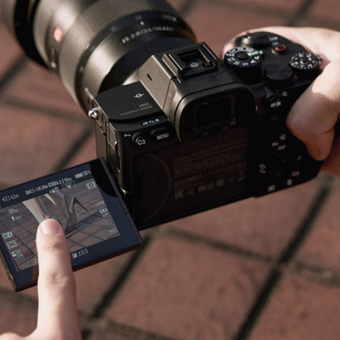Advanced features augment manual focus