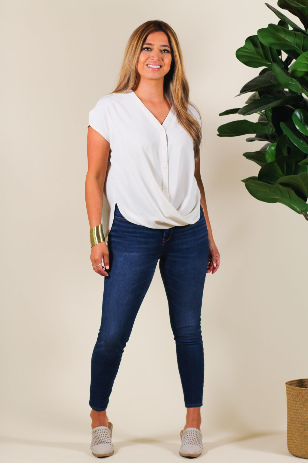 Short Sleeve Twist Hem Blouse