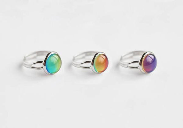 A Tea Leaf Jewelry - Changing Color Mood Stone Ring