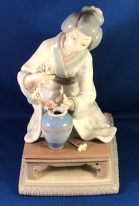 Lladro Japanese Lady Arranging Flowers