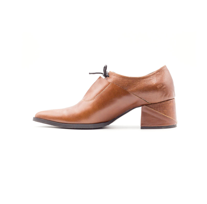 Tamarix -  Textured Oxford Pumps, Brown