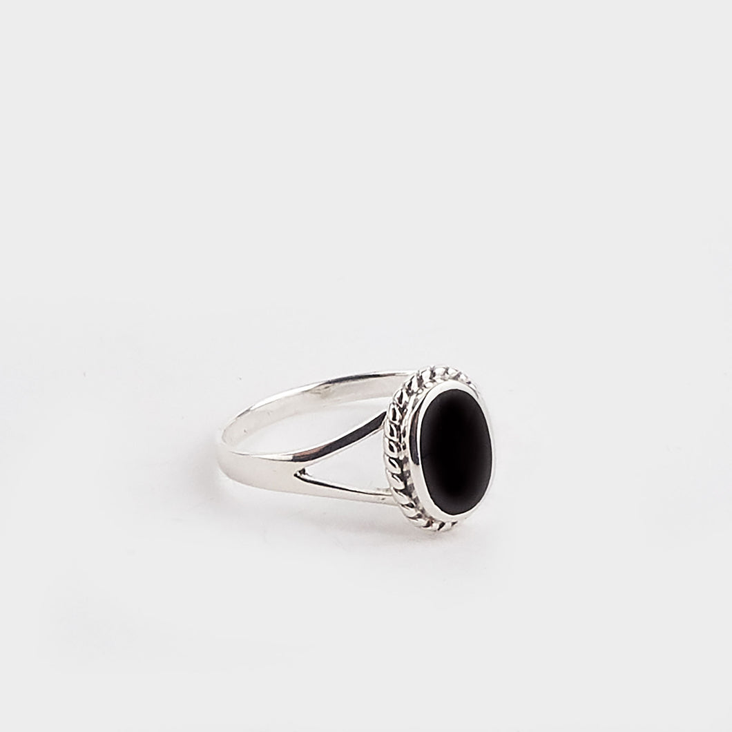 Whitby Jet Rope Edge Oval Ring