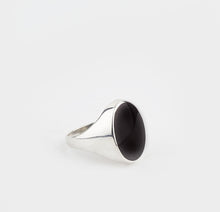 Load image into Gallery viewer, Whitby Jet Gents Large Oval Ring