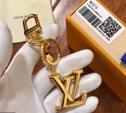 LOUIS VUITTON / 루이비통 LV 파셋 키홀더 LV FACETTES BAG CHARM & KEY HOLDER