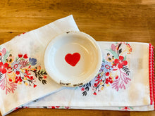 Load image into Gallery viewer, Decorative Distressed Heart Plate