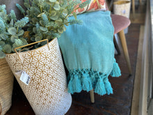 Load image into Gallery viewer, Woven Tassel Edge Throws