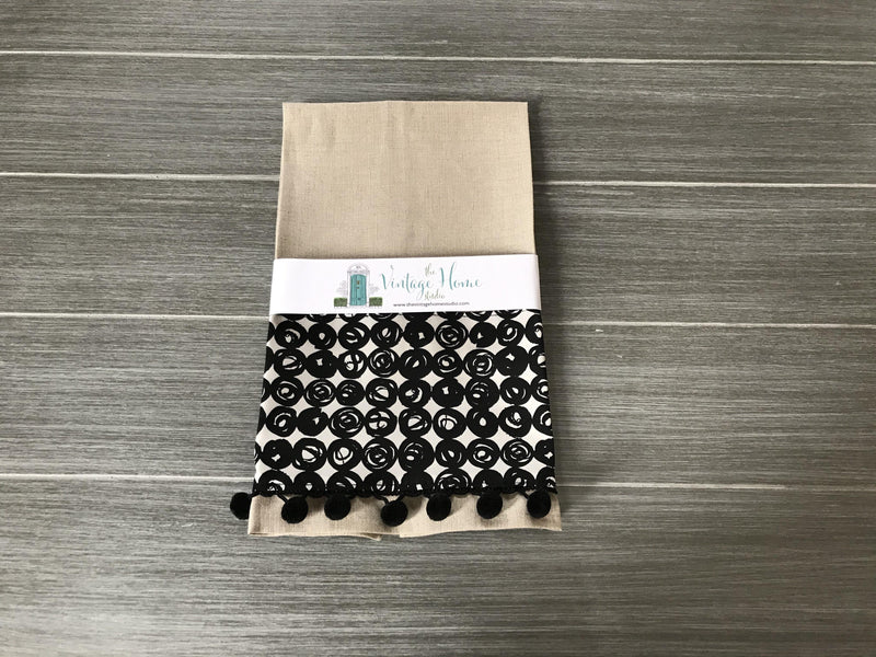 Capsules on Oatmeal Linen Guest Towel