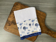 Load image into Gallery viewer, Blue Roses Crochet Kitchen Bar Mop Towel