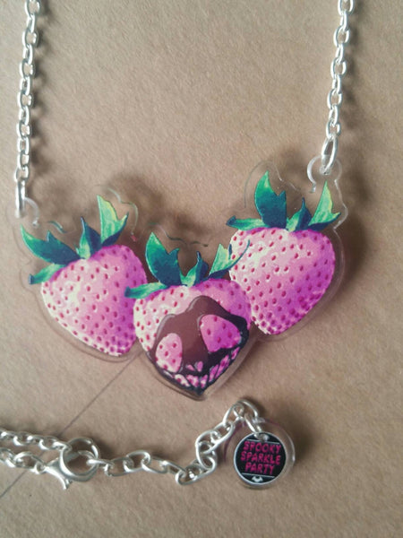 Die Chromaberry Necklace Pineberry