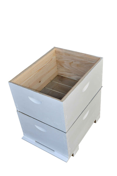 Assembled & Painted Beehive with Ventilated Lid, 16/20 Frames