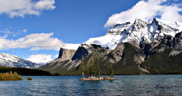 Lake Minnewanka paddle boarding canada