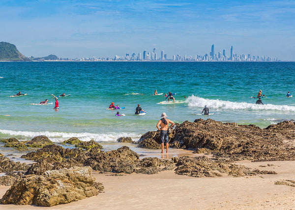 Currumbin paddle boarding