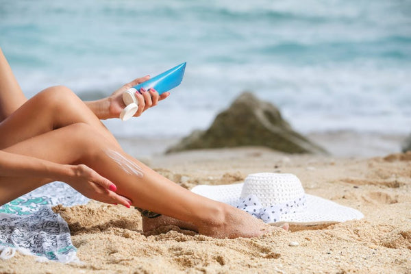 put on sunscreen before paddle boarding