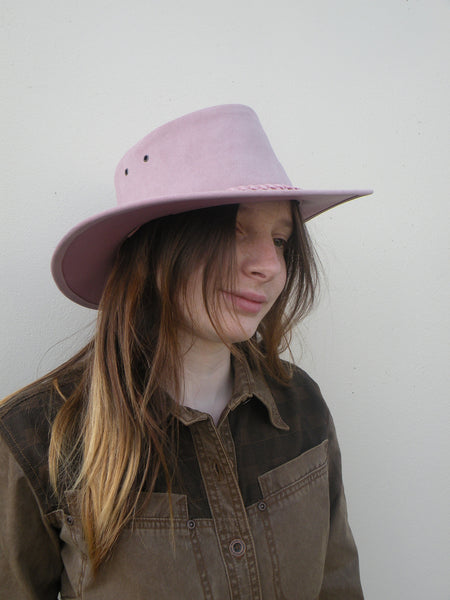 Colonial Hat In Pink Suede