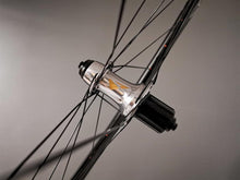 Load image into Gallery viewer, SL28.68 . Velotechnic DS-1 . Sapim CX Ray