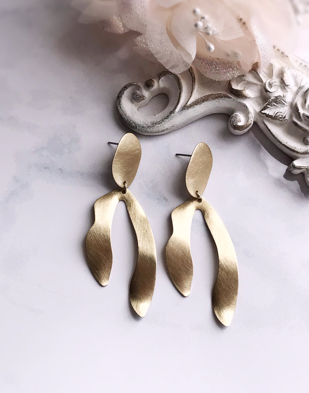 sprout earrings - brushed brass
