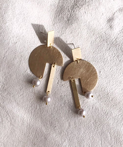 paloma earrings - brushed brass / pearl