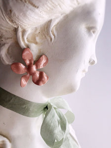 daisy earrings - blush