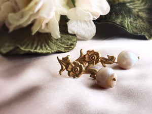 flora earrings - brass / pearl