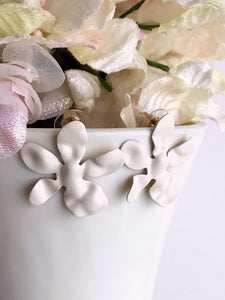 daisy earrings - ivory