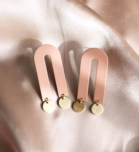arco earrings - blush