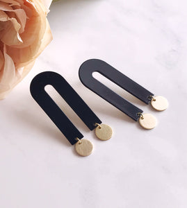 arco earrings - black