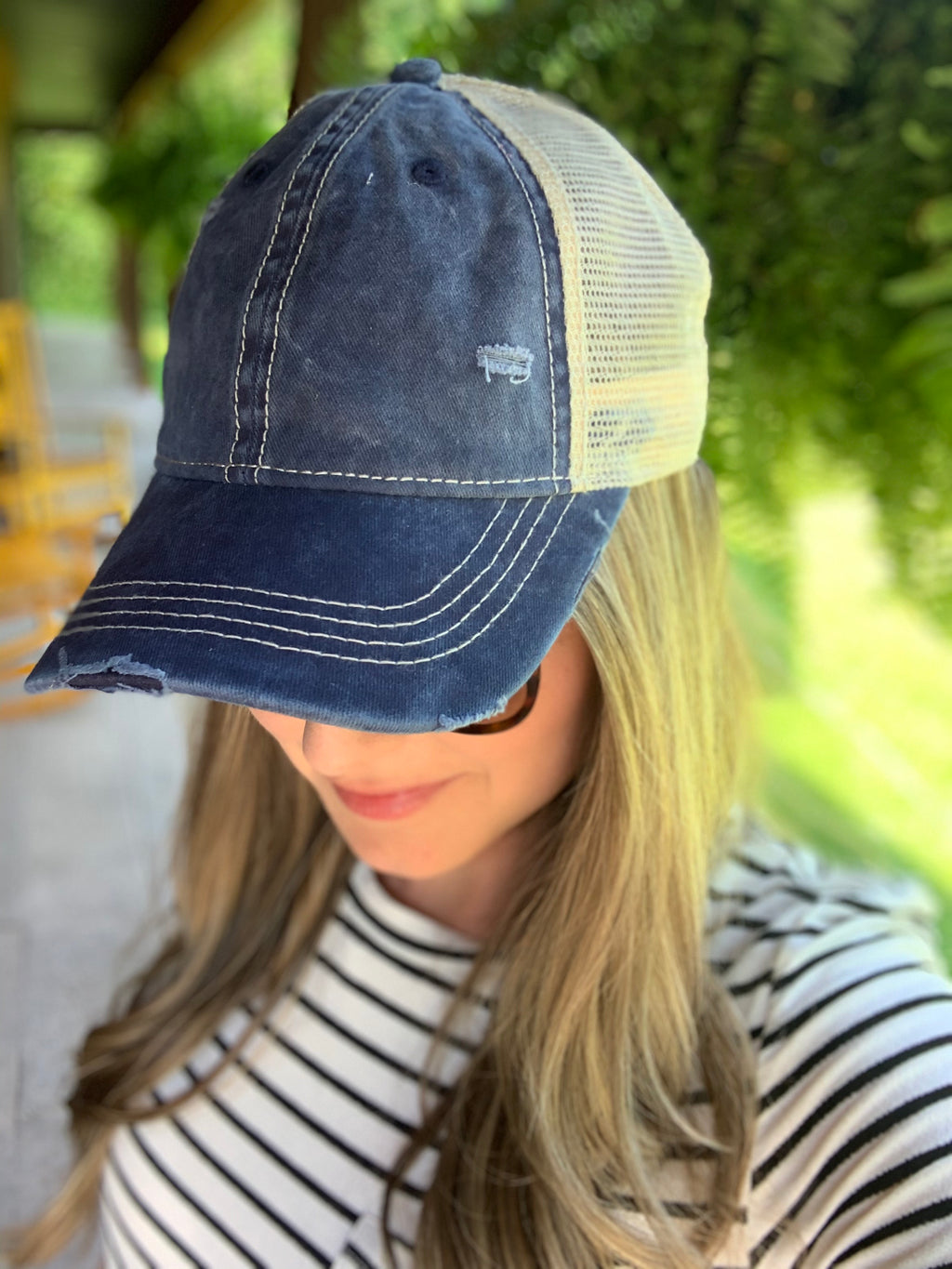 Distressed Mesh Back Baseball Cap in Navy