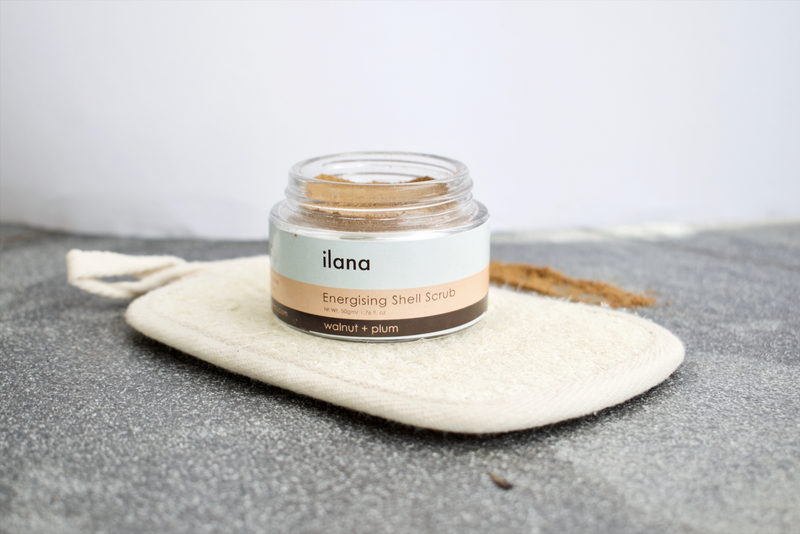 ILANA ORGANICS ENERGIZING FRUIT SHELL SCRUB WALNUT + PLUM