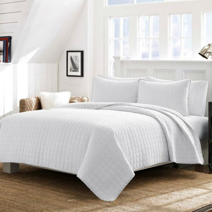 Full/Queen White Reversible 100% Cotton Square Stitch Quilt Set