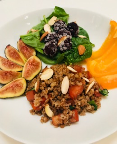 Summer salad with Figs, Blackberries and Bulgur