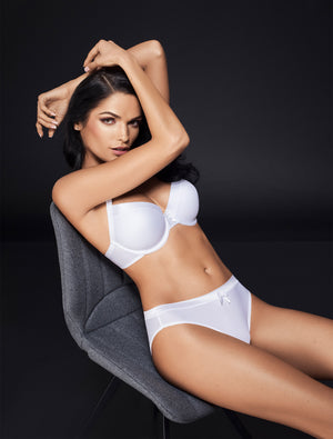 Lauma, White Moulded T-shirt Bra, On Model Front, 22F30