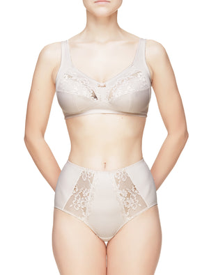 Lauma, Nude Wireless Non-padded Bra, On Model Front, 29C22
