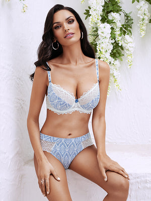 Lauma, White Half-padded Bra, On Model Front, 82G40