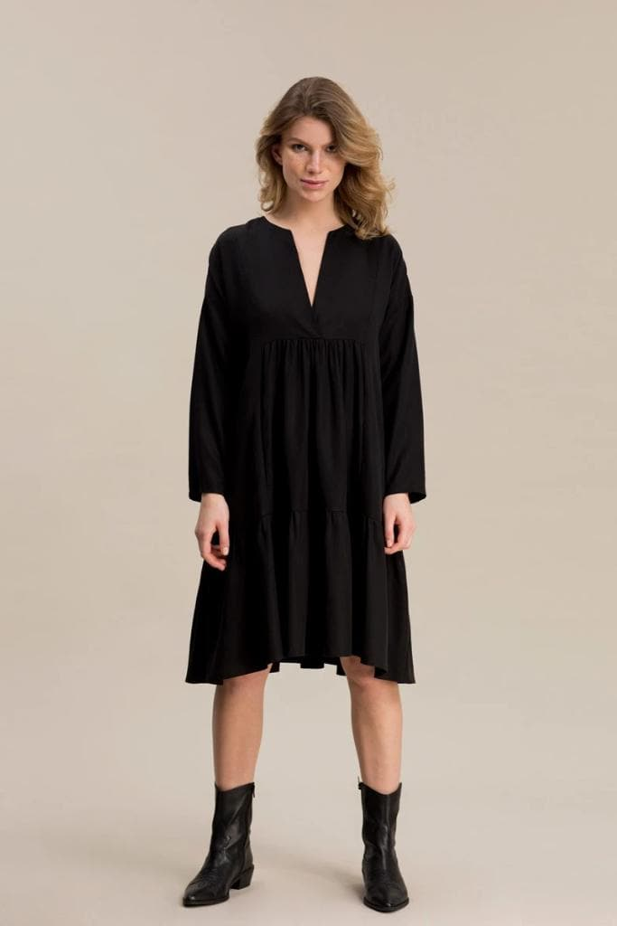 04/04 Natural TENCEL™ Lyocell Dress in Black