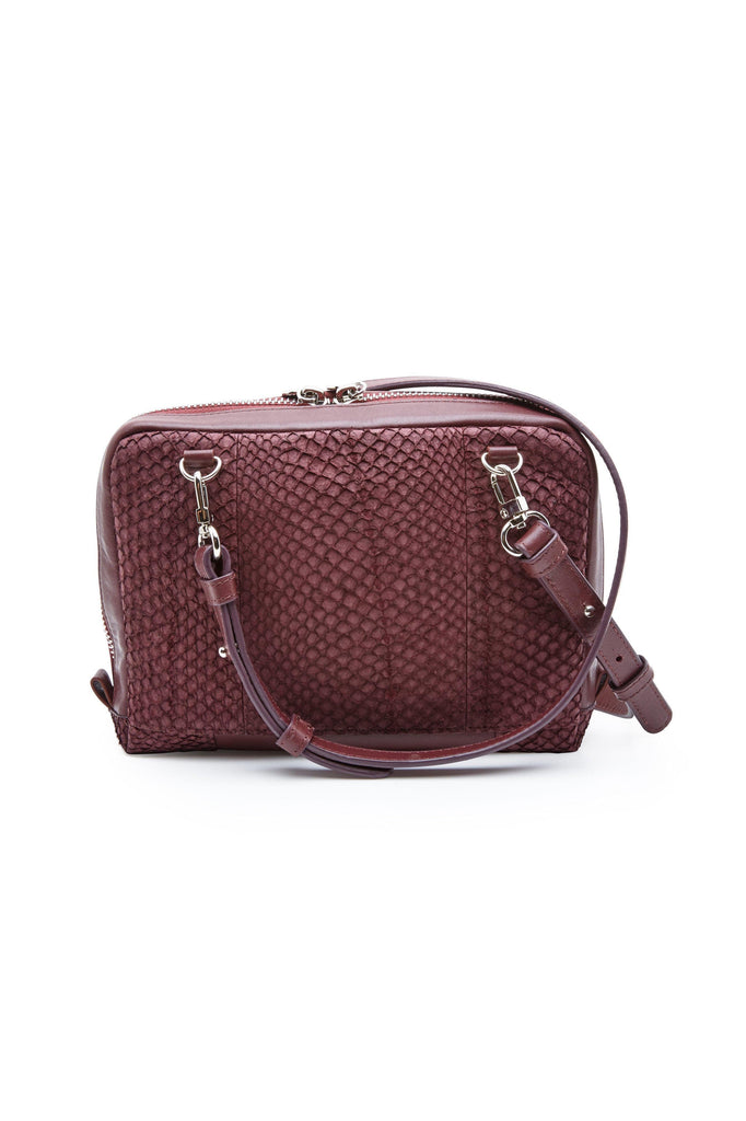 Lilli By-product Salmon Leather Shoulder Bag Clutch in Wine