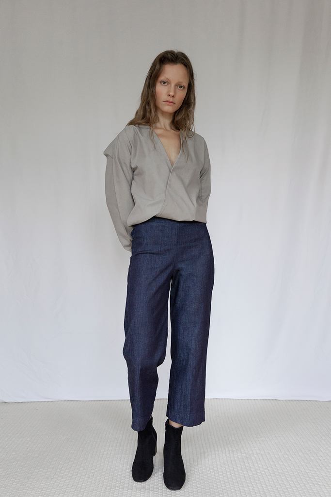 "V"" Organic Chambray Blouse in Pyrite"