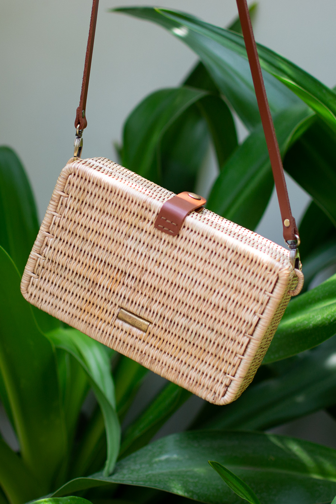 Syuti One Artisan Rattan Bag in Natural with Brown Handle