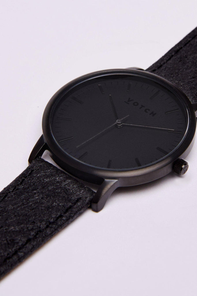 Moment Piñatex By-product Watch in Black, Black Strap