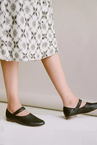 Madeline Natural Cow Leather Shoes in Black