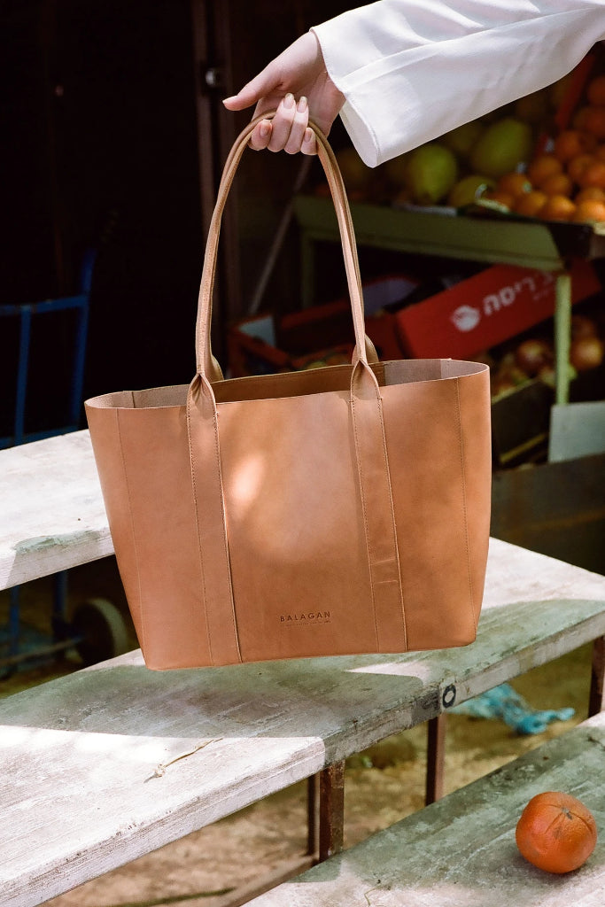 Sal Horizontal Natural Cow Leather Tote Bag in Nude