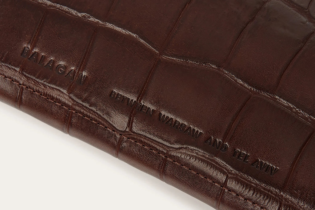 Hon Natural Vegetable Leather Wallet in Brown Crocodile Pattern