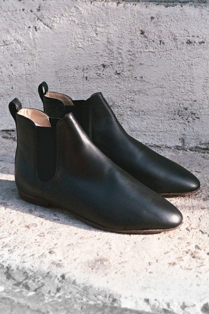 Parsa Natural Cow Leather Chelsea Boots in Black