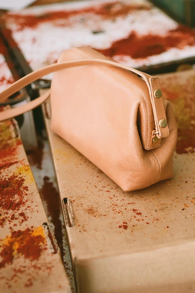 Rofe S Natural Cow Leather Clutch Bag in Nude