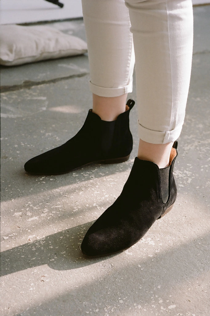 Parsa Natural Cow Leather Suede Chelsea Boots in Black